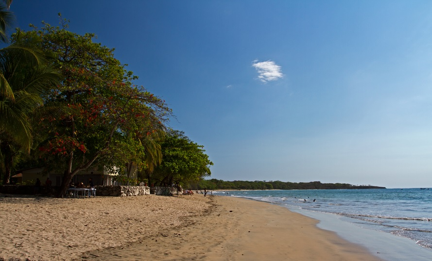 If you want a beach that looks like this (almost) everyday, then the best time to visit Tamarindo is in the Northern winter, up until April...