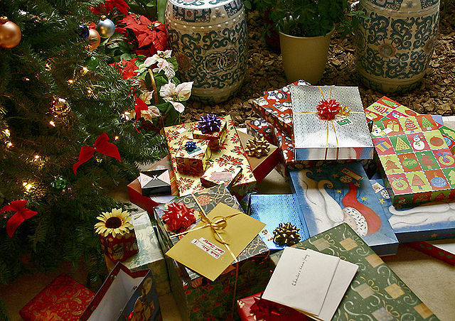 640px-Gifts_xmas